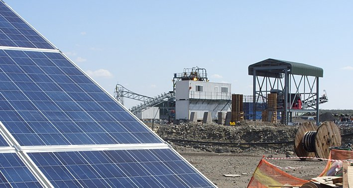 Photovoltaic systems can substantially reduce the operating costs of industrial plants – like the standalone power system, which SMA equipped with the required fuel save controller, in this mine in South Africa. Diesel generator output: 2 x 800kVA; photovoltaic output: 1MWp; savings according to SMA: up to 450,000liters of diesel per year.